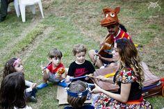 No dia 12, das 13h às 18h, a partir, o núcleo de pesquisa de teatro performance apresenta um repertório voltado para o público infantil na na praça da Vila São Francisco, com vivências e experimentações artísticas com foco na cultura, no brinquedo e no brincar. A entrada é Catraca Livre.