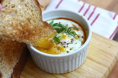 Baked Eggs in Spicy Tomato Sauce with Goat Cheese...again...Pioneer Woman hit's it out of the park! Brunch Recipes, Breakfast Recipes, Brunch Dishes, Brunch Food, Brunch Party, Quick Recipes, Egg Recipes, Tasty Kitchen, Cozy Kitchen