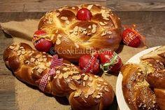 Greek Sweets, Greek Desserts, Greek Recipes, Tsoureki Recipe, Greek Cake, Greek Easter, Greek Cooking, Easter Recipes, Food To Make