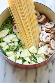 One Pot Zucchini Mushroom Pasta (from Damn Delicious) -- I love these one-pot pasta dishes that make their own sauce Pasta Recipes, Dinner Recipes, Cooking Recipes, Cooking Rice, Soup Recipes, Dinner Ideas, One Pot Meals, Easy Meals, Vegetarian Recipes