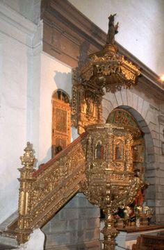 Iglesia de las Madres de San Diego De los púlpitos más hermosos que hay en las iglesias de Quito se distingue éste de la Capilla de las Madres de San Diego, atribuido a Juan Bautista Menacho.