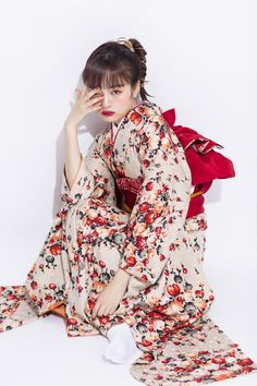 Pin by 鍵ひとみ on 振袖写真 参考 in 2020 Yukata Kimono, Kimono Japan, Kimono Dress, Traditional Japanese Kimono, Traditional Fashion, Traditional Dresses, Harajuku Fashion, Japan Fashion, Kimono Fashion
