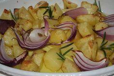 patate al forno con cipolle rosse ed aghi di rosmarino