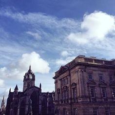 Via @ edinburghlifemag Looking onto St Giles #Cathedral from the #RoyalMile #Edinburgh. #EdinburghLife #StGiles #Church #IgersEdinburgh #IgersScots #BrilliantMoments #CaledonianSleeper