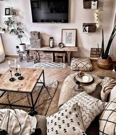 Small Space Kitchen, Rustic Apartment, Modern Bedroom, Interior Design Inspiration, Home Deco, Home Kitchens, Gallery Wall, Nest, Art Decor