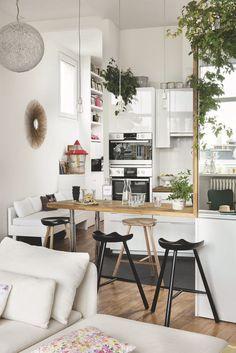 Appartement Paris 18 : un rooftop aménagé en jardin Kitchen Interior, Interior Design Living Room, Small Space Living, Living Spaces, Studio Decor, Sweet Home, Studio Apartment Decorating, Cuisines Design, Home Living