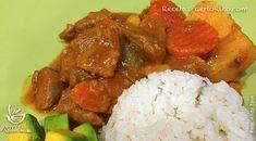 Por Doña Ada Medina para RecetasPuertoRico.com Ingredientes 2 libras de carne de res para guisar (ya viene corada en cubos) 3 dientes de ajo (machacad