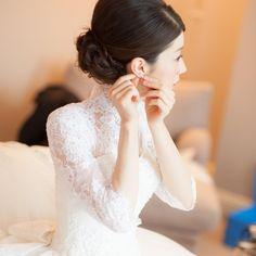 すべての瞬間を思い出に♡女優気分になれちゃう『お支度ショット』のシャッターチャンスまとめ* | marry[マリー] Bridal Photoshoot, Wedding Photos, Wedding Dresses, Lace, Photo Ideas, Design, Weddings, Instagram, Fashion