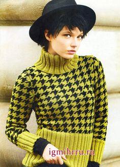 Эффектный свитер с узором «Гусиная лапка» и широкими резинками. Вязание спицами