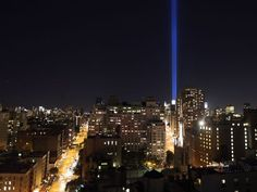 Homenagem com luzes simulou a posição das torres gêmeas do World Trade Center, destruídas há 11 anos