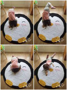 A decoração de um quarto de criança é sempre algo especial. Os pais adoram atenção a todos os pormenores para que as crianças crescem num ambiente bonito. Crochet Home Decor, Crochet Crafts, Yarn Crafts, Crochet Penguin, Crochet Amigurumi, Yarn Projects, Crochet Projects, Sewing Projects, Love Crochet