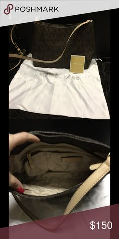 NWOT brown logo Michael Kors crossbody Gorgeous bag. Just what you need for fall!  Dust bag not included. Michael Kors Bags Crossbody Bags