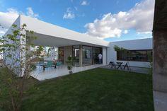 Casa Allouchie / Allouchie Arquitetos