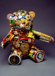 Recycled Art: 66 Masterpieces Made From Junk - Hongkiat - - Artists can use just about any material to create a masterpiece - and from any I mean even junk. Such is called recycled art and is created using common. Found Object Art, Found Art, Recycled Art Projects, Recycled Materials, Diy Recycling, Recycle Art, Repurpose, Junkyard Dog, Trash Art