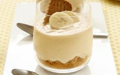 Food and Drink: Bananenmousse met speculaas Easy Desserts, Delicious Desserts, Dessert Recipes, Yummy Food, Weight Watcher Desserts, Mousse Dessert, Dessert Diet, Happy Foods, Snacks