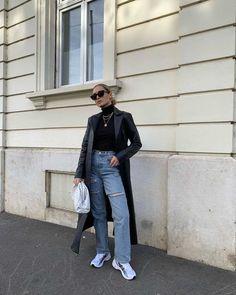 looks com tênis Asics Gel calça jeans blusa preta gola alta blazer de couro Fresh Outfits, Classic Outfits, Jean Outfits, Casual Outfits, Uni Outfits, Weekly Outfits, Everyday Outfits, Dress With Sneakers, Jeans And Sneakers