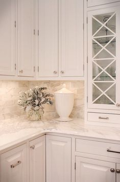 32 Popular Kitchen Backsplash Decorating Ideas And Remodel. If you are looking for Kitchen Backsplash Decorating Ideas And Remodel, You come to the right place. Below are the Kitchen Backsplash Decor. Old Kitchen, White Kitchen Cabinets, Kitchen Redo, Home Decor Kitchen, White Cabinets White Countertops, Quartz Kitchen Countertops, Teal Kitchen, Kitchen Themes, Kitchen Cabinetry