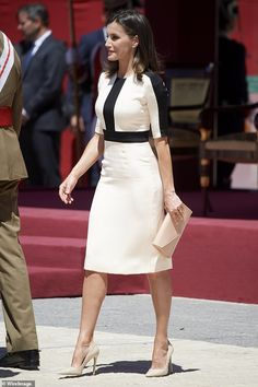 Queen Letizia, wore a stylish white dress with black detailing on the top, teamed with nude heels, while attending the act of commemoration for the Anniversary of The Civil Guards in Madrid. Stylish Dresses, Fashion Dresses, Dresses For Work, Edgy Dress, The Dress, Outfits For Spain, Business Mode, Queen Dress, White Midi Dress