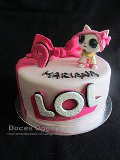 Doces Opções: Bolo de aniversário LOL Surprise! Lol, Cake, Desserts, Birthday Cakes, Dessert, Sweets, Tailgate Desserts, Deserts, Kuchen