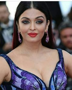 """""""Such events are never complete without the queen's cleavage show  #AishwaryaAtCannes #AishwaryaRai… """""""