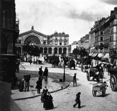An poster sized print, approx (other products available) - circa A busy street outside the Gare de L& in Paris. (Photo by William England/London Stereoscopic Company/Getty Images) - Image supplied by Fine Art Storehouse - Poster printed in Australia Louis Daguerre, Old Paris, Vintage Paris, Paris Paris, Photo Vintage, Vintage Photos, Tour Eiffel, Rue Blondel, Busy Street