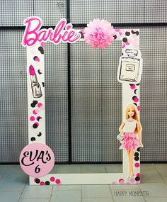 a barbie frame for a Barbie Party Decorations, Barbie Theme Party, Princess Birthday Party Decorations, Barbie Birthday Party, Fourth Birthday, 6th Birthday Parties, Cake Birthday, Party Frame, Ideas