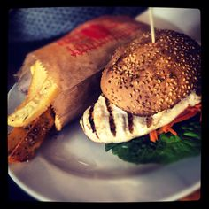 Healthy Burger! Hamburger, Pork, Meat, Healthy, Ethnic Recipes, Kale Stir Fry, Pigs, Hamburgers, Loose Meat Sandwiches