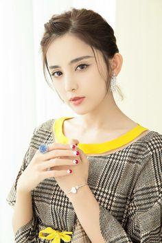 Guli Nazha for Fendi Beautiful Hijab, Beautiful Asian Girls, Korean Beauty, Asian Beauty, My Beauty, Hair Beauty, Prity Girl, Outdoor Girls, Asian Cute