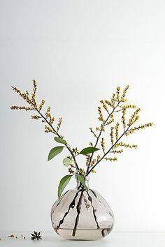 I miss Ikebana. Simple Flowers, Love Flowers, Beautiful Flowers, Yellow Flowers, Wedding Flowers, Tiny Flowers, Simply Beautiful, Ikebana, Flower Power
