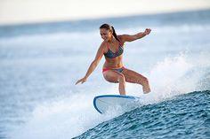 La tabla de surf de Epoxi 900 de Olaian es la indicada para quienes buscan empezar a hacer maniobras más explosivas. #Swim #Deporte #Decathlon Decathlon, Paddle Boarding, Skate, Swimming, Lifestyle, Bikinis, Sexy, Surf Girls, Surfing