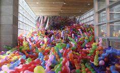 5 artistas que crean arte con globos