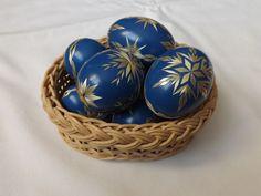 Kraslice zdobené slámou - modré Types Of Eggs, Egg Art, Driftwood Art, Egg Decorating, Art Techniques, Easter Eggs, Carving, Beads, Marquetry