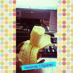 Los plátanos guineo son una gran fuente de potasio, un mineral esencial para mantener la presión arterial y la función normal del corazón. Un guineo de tamaño mediano proporciona 350mg de
