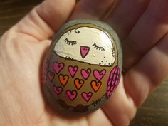 Hand painted rock with an adorable sleepy owl. Lots of details and doodles, creative and pretty! Owl is sealed with a shiny acrylic glaze to keep it eye catching and bright! A great gift for an owl lover! Pebble Painting, Pebble Art, Stone Painting, Diy Painting, Painted Rock Animals, Painted Rocks Kids, Painted Pebbles, Painted Stones, Stone Crafts
