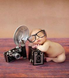 How some professional photographers got their start. Baby Portraits, Photographing Babies, Vintage Baby Photography, Love Photography, Newborn Baby Photography, Children Photography, Baby Photographer, Professional Photographer, Baby Poses