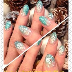 Bevor es wirklich Frühling wird, hier noch unsere tollen Bilder von Weihnachten 💅🏼✨ #love#nails#nailart#naildesign#nailartist#flowerpower#blogger#fashionista#lifestyle#lifestyleblogger#instanails#nailstagram#instagood#beauty#beautyblog#makeup#lashes#lookbook#picoftheday#lotd#style#studio#salzburg#austria