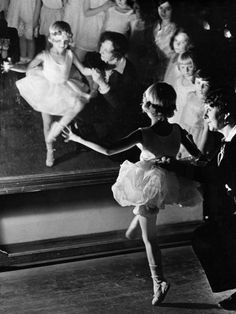 Eisenstaedt, Alfred (1898-1989) - 1930 First Lesson at Truempy Ballet School, Berlin