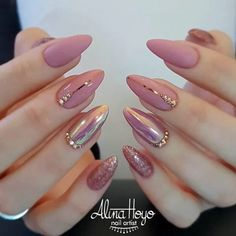 Soft Pink Nails Designs for winter glitter 2019 Another great look for both long nails and short nails For Beautiful Girls Picture Credit Pointed Nails, Stiletto Nails, Glitter Nails, Sparkle Nails, Coffin Nails, Gold Glitter, Pink Holographic Nails, Glitter Acrylics, Trendy Nail Art