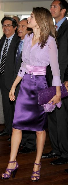 Queen Letizia of Spain in purple skirt outfit Princess Letizia, Queen Letizia, Skirt Outfits, Dress Skirt, Dress Up, Royal Fashion, Look Fashion, Womens Fashion, Office Outfits