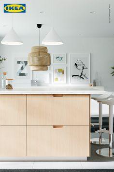 Schritt 1: Unsere neue FRÖJERED Küchenfront aus Bambus. Einem robusten, erneuerbaren - und wunderschönen - Material. Kitchen Cupboard Bin, Kitchen Cupboards, Kitchen Appliances, Knoxhult Ikea, Kitchen Interior, Kitchen Design, Cottage Kitchens, Green Kitchen, Black Kitchens