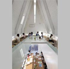 Escuela Kumon de Takashi Yonezawa en Kyoto.  Cuando, en 1954, el japonés Toru Kumon ayudaba a su hijo con las matemáticas del colegio comenzó a desarrollar un particular método de enseñanza para niños, que enfatizaba el conocimiento autodidacta. Las escuelas Kumon no han parado de proliferar desde entonces en Japón.