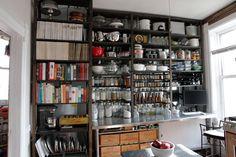 Como organizar um apartamento sem armário - Bbel