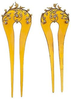 These pair of blonde tortoiseshell hair pins with sculpted gold and diamond deco . These pair of blonde tortoiseshell hair pins with sculpted gold and diamond decoration were attribu Edwardian Hairstyles, Tiara Hairstyles, Vintage Hairstyles, Pretty Hairstyles, Vintage Hair Accessories, Vintage Hair Combs, Bridal Accessories, Wedding Jewelry, Bijoux Art Nouveau