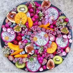 Remember to make some time to eat healthy today! Did you know that brightly coloured vegetables are full of antioxidants? This beautiful fruit platter is courtesy of Party Food Platters, Fruit Platters, Dessert Platter, Cheese Platters, Eye Candy, Charcuterie And Cheese Board, Grazing Tables, Think Food, Aesthetic Food