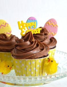 Gooey chocolate cupcakes with a cream cheese & Nutella frosting & a caramel egg hiding inside Easter Chocolate, Homemade Chocolate, Chocolate Cupcakes, Homemade Food, Cupcake Recipes For Kids, Easter Recipes, Easter Cupcakes, Yummy Cupcakes, Amazing Cupcakes
