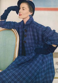 September Vogue 1951 Elise is wearing a narrow shouldered flared coat, with deep cut sleeves to wear over a suit. Of Julliard Wool by Junior Sophisticates. Fifties Fashion, Retro Fashion, New Fashion, Fashion Models, Vintage Fashion, Vintage Glamour, Vintage Vogue, Retro Outfits, Vintage Outfits