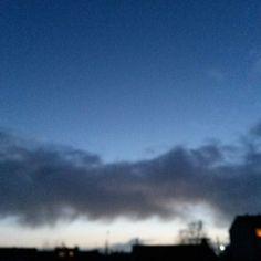 8h10 sur le départ #Niort #cielfie #nofilter #instasky #instablue #blue #bleu #ciel #lcdj #lecieldujour #sky #skyporn