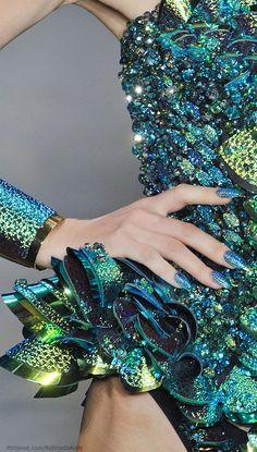 Die Blonds im Frühjahr 2014 der New York Fashion Week - Mode Stil New York Fashion, Glitter Make Up, Look Girl, Fashion Details, Fashion Design, Turquoise, Teal, Blue Gold, Glamour