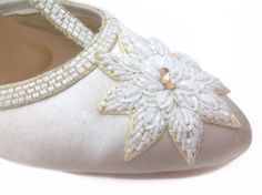 The detail is as important as the essential is. When it is inadequate it destorys the whole outfit. Dior Shoes, Casual Heels, White Satin, Toe Shape, Shoe Shop, White Shoes, Floral Embroidery, Christian Dior, Detail