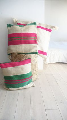 Small Moroccan Kilim Pillow - cover Each of pillow cover is cut from an old carpet/kilim Moroccan and each one is unique. Size 45x40cm (+/-)